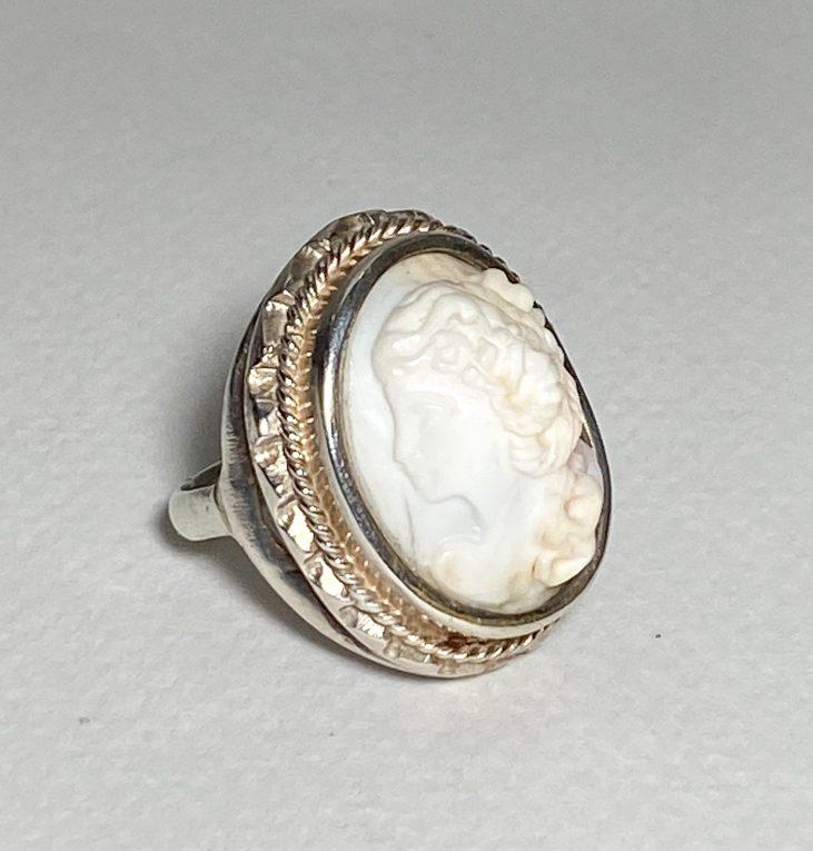 Серебряное кольцо Камея