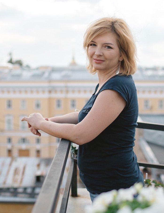 Юлия – владелец магазина антиквариата