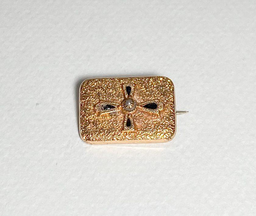 Миниатюрная брошь с крестом и жемчужиной Вид 1