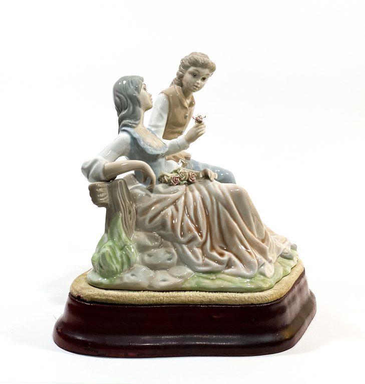 Фарфоровая статуэтка Влюбленные Вид 1
