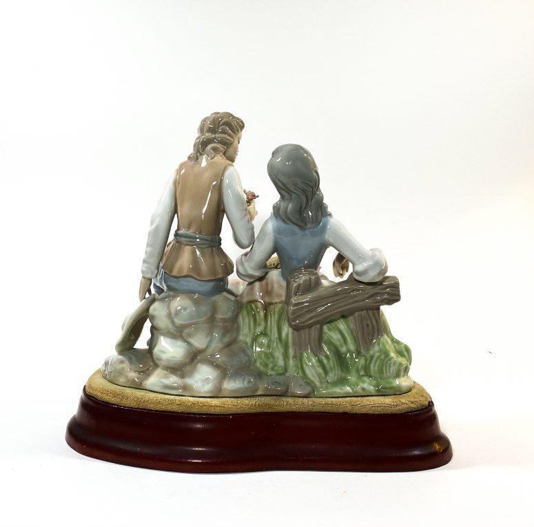 Фарфоровая статуэтка Влюбленные Вид 2