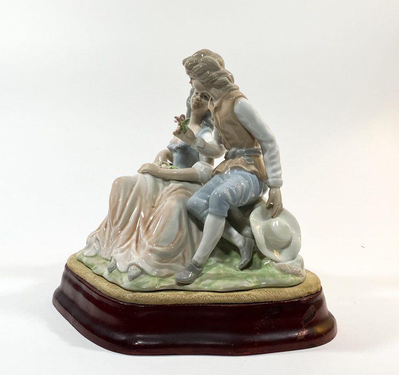 Фарфоровая статуэтка Влюбленные Вид 3