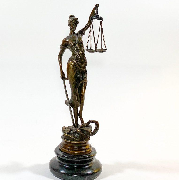 Бронзовая статуэтка Фемида