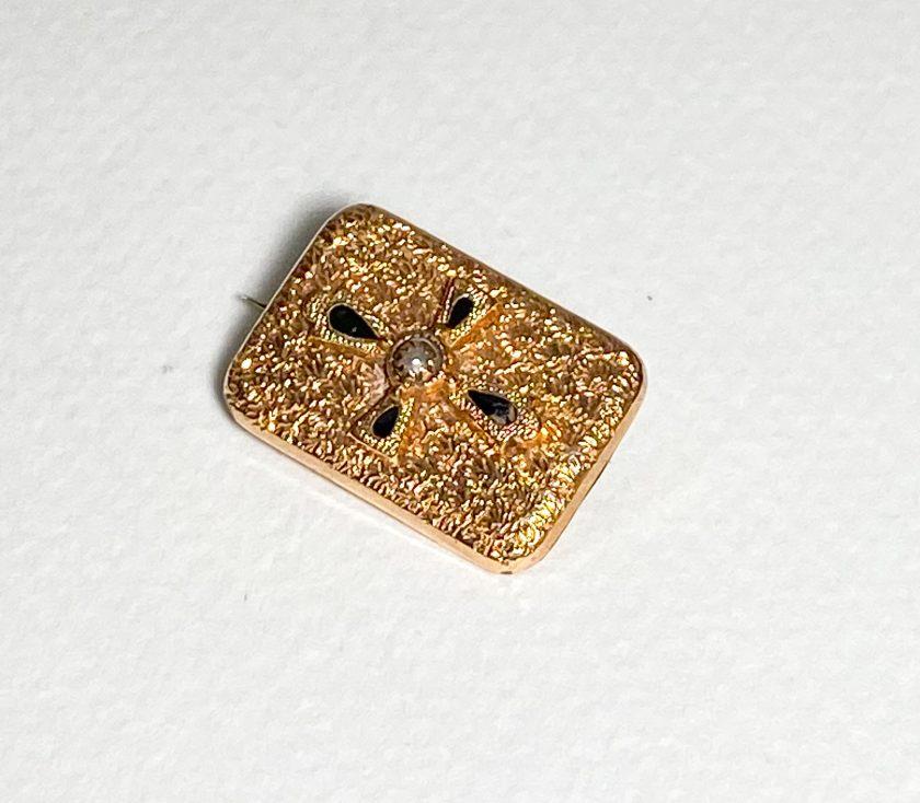 Миниатюрная брошь с крестом и жемчужиной
