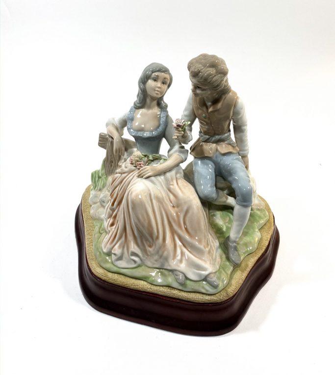 Фарфоровая статуэтка Влюбленные Вид 4