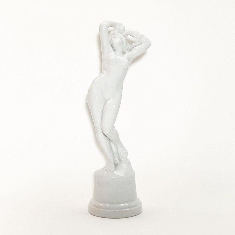 Фарфоровая статуэтка Обнаженная