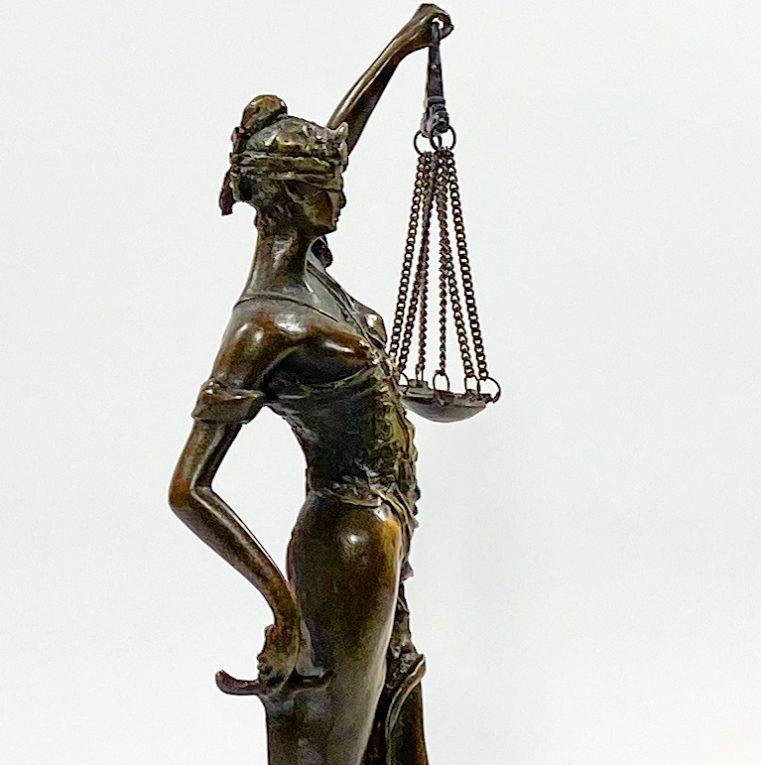 Бронзовая статуэтка Фемида Вид 3