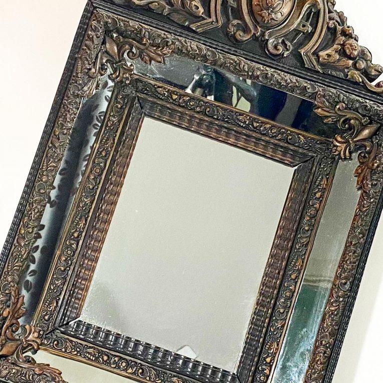 Зеркало в раме с бронзовыми накладками Вид 4