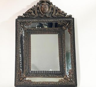 Зеркало в раме с бронзовыми накладками
